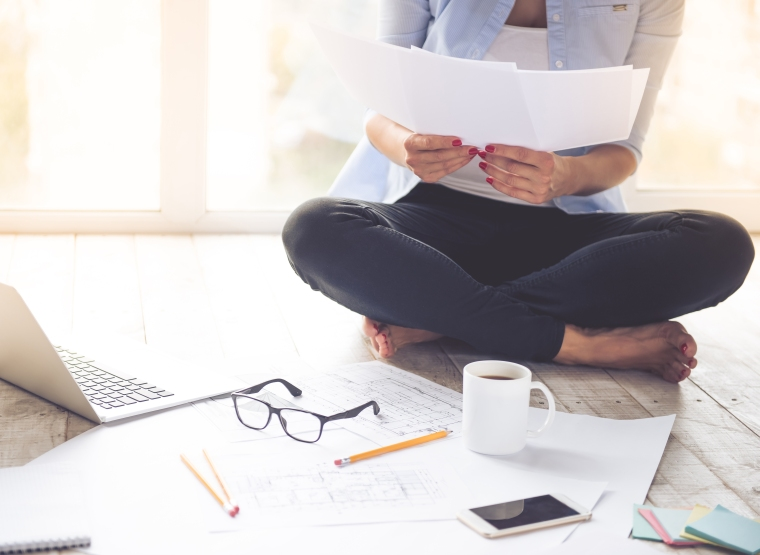 maximize your time, entrepreneurs, best day planners, sitting on floor, glasses, coffee, woman on floor, best life organizer, work smarter not harder, time management